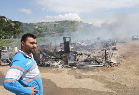 Überall werden Roma diskriminiert. In Italien wurde im vergangenen Jahr ein Roma-Camp durch ein Feuer vollständig zerstört.
