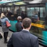 bushaltestelle-menschen-frankfurt-100_t-1483548939250_v-16to7